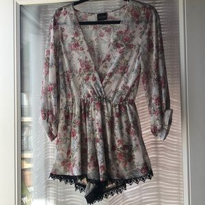 Flower romper 🌺 with black lace